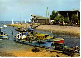33 Taussat Les Bains Vers Andernos N°7594 Sortie Du Port Ostréicole Vers Le Bassin Pêcheurs Huîtres En 1976 Animée - Andernos-les-Bains