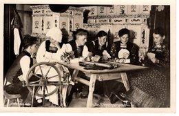 Bregenzerwald - Kartenspieler In Tracht Spinnrad Ca 1940 - Bregenzerwaldorte