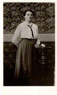 Frau In Schöner Kleidung Ca 1930 - Fotografie
