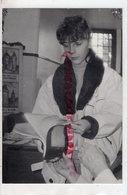 23- BOURGANEUF- LYDIE PIERILLAT L' HOTESSE DU  SYNDICAT D' INTIATIVE  -1991- RARE PHOTO ORIGINALE - Personnes Identifiées