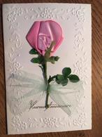 Carte D'Anniversaire, Avec Fleur  Synthétique Et Tissu Collée , Plus Noeud En Tulle. Deux Volets - Birthday