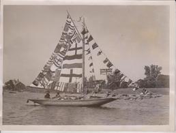 LOWESTOFT CARNIVAL CLOSES GAILY DECORATED YACHT LOWESTOFT REGATTA 20*15CM Fonds Victor FORBIN 1864-1947 - Barcos