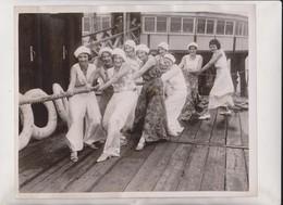 LYME REGIS CARNIVAL HMS WHOOPEE TUG OF WAR   25*20CM Fonds Victor FORBIN 1864-1947 - Barcos