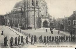 D41 - BLOIS -  INVENTAIRE DE LA CATHEDRALE DE BLOIS - 13 FEVRIER 1906 -  Nombreux Militaires - Belle Animation - Blois