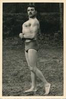 Snapshot 1956 Homme Culturisme Muscles Gymnastique Man Gay Interest Identifié - Personnes Identifiées
