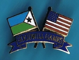 1 PIN'S  //  ** GOODWILL GAMES / DJIBOUTI & USA ** . (© & TM SOC) - Autres