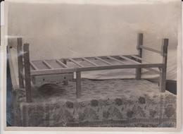 TWO IN ONE PORTABLE TABLE AND BEDSTEAD  20*15CM Fonds Victor FORBIN 1864-1947 - Fotos