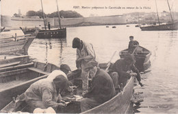CPA MARINS PREPARANT LA CAUTRIADE AU RETOUR DE LA PÊCHE - Pêche