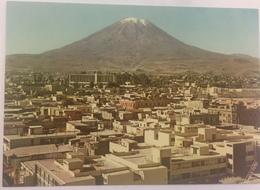 (629) Peru - Arequipa - Panorama Of The Town With The Misti. - Pérou