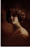 Porträt Einer Frau 1921 - Fotografie