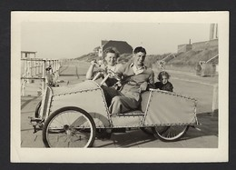 SNAPSHOT * VOITURE A PEDALES * PEDAALAUTO * PHOTO HALL * KUST * ANDRE LUYPAERT UIT GENT * 9 X 6.5 CM - Identified Persons