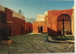 (642) Peru - Arequipa - Monasteery St. Catherine - Granada Street - Kruisbeeld - Pérou