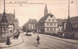 67 STRASBOURG LE PONT DU CORBEAU ET LA RUE DU VIEUX MARCHE AUX POISSONS ANIMEE TRAMWAY PAS CIRCULEE - Strasbourg