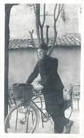 Photo Homme Et Son Vélo, Facteur ? - Professions