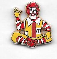 Pin's  Restaurant  MAC DO  Avec  Le  Clown  RONALDO  Signé  PROPUB - McDonald's