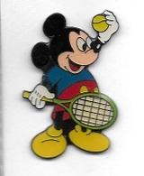 Pin's  Cinéma, B D, MICKEY  Qui  Joue  Au  Tennis  Verso  DISNEY - Cinéma