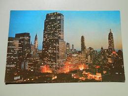 ETATS UNIS NY NEW YORK CITY MIDTOWN MANHATTAN AT NIGHT SHOWING THE R.C.A. BUILDING............ - Manhattan