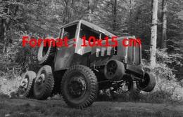 Reproduction D'une Photographie Ancienne D'un Camion Tracteur Renault Travaux Forestiers 22 Cv De 1936 - Reproductions