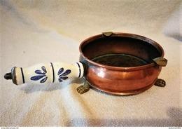 Ancien Cendrier De Table Brûle Papier Cuivre Et Poignée Porcelaine - Rame