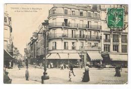 TROYES  PLACE DE LA REPUBLIQUE ET RUE DE L HOTEL DE VILLE - Troyes