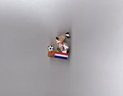 Pin's Fuji / Striker Mascotte Coupe Du Monde De Football 1994 Usa - Drapeau Pays Bas (signé 1992 ISL Fujifilm) - Football