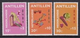 SERIE NEUVE DES ANTILLES NEERLANDAISES - SURTAXE AU PROFIT DE L'ENFANCE POUPEES, VOITURES, TOUPIES Y&T N° 424 A 426 - Puppen