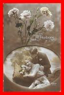 CPA  COUPLES.  Affections. Jolie Femme Et Son Amoureux, œillets..J481 - Couples