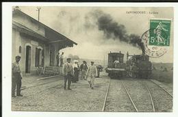 70 - Haute Saone - Lavoncourt - La Gare - Gros Plan De 2 Locos - Tramway - CFV - Tacots- Trains - Animée - - Other Municipalities