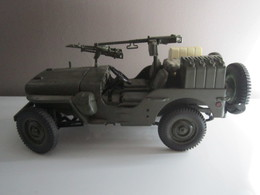 Jeep Willys Au 1/18 Marque SOLIDO (roue Avant Gauche Cassée, Voir Photo) - Solido