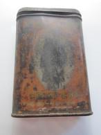 Ancienne Boîte à Tabac Pour Pipe Et Cigarette En Fer Lithographiée De Marque PRINCE ALBERT. Années 40 - Contenitori Di Tabacco (vuoti)