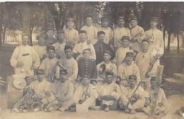 **  CARTE PHOTO / REAL PHOTO ** MILITARIA : Groupe De 25 Musiciens ( 2 ème Groupe ... A Localiser Précisement ...) - Guerre 1914-18
