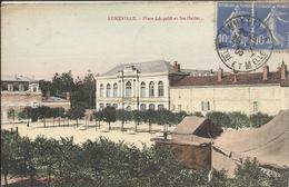 54  LUNEVILLE    PLACE  LEOPOLD  ET  LES  HALLES - Luneville