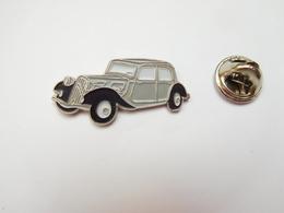 Beau Pin's , Auto Citroën Traction , Signé Atlas - Citroën