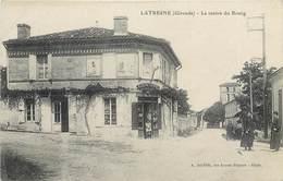 CPA 33 Gironde LATRESNE LE CENTRE DU BOURG EPICERIE MERCERIE CHOCOLAT MENIER - France