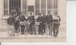 CARTE PHOTO  -  GROUPE DE FACTEURS A VELO ET A PIED DEVANT BUREAU DE POSTE - Daté 29 Juin 1927  - - To Identify