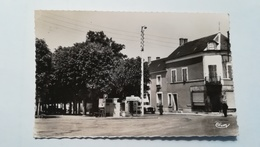 18 - LES AIX-D'ANGILLON  PLACE NATIONALE -  CPSM - Otros Municipios