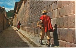 (656) Peru - Cuzco - Tipical Street And Acllahuasi Palace Walls - Pérou
