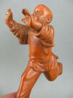 Antique-Chinois-Vieux-buis-sculpte-a-la-main-Kung Fu-Boy - Arte Asiático