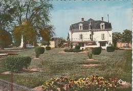 SAINT-JOUIN DE MARNES. -  L' Hôtel Du Centre Et Les Parterres Fleuris - Saint Jouin De Marnes