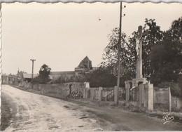 SAINT-JOUIN DE MARNES. - L'Arrivée Par La Route De Poitiers. Cliché Pas Courant - Saint Jouin De Marnes