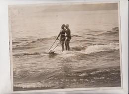 SNOWBOUND BRITAIN'S  GIRL BATHERS PLANKING CANNES  GREAT BRITAIN  25*20CM Fonds Victor FORBIN 1864-1947 - Deportes