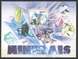 BC695 2011 GUINE GUINEA-BISSAU NATURE GEOLOGY MINERAIS MINERALS CRYSTALS BL MNH - Minerals