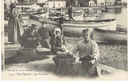 83 SAINT RAPHAÊL   Les Pêcheurs - Saint-Raphaël