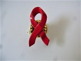PINS  RUBAN ROUGE SIDA AIDS / 33NAT - Médical
