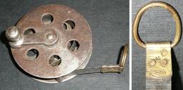 Rare Ancien Double-mètre Rouleau à Manivelle En Métal, DELA - Tools