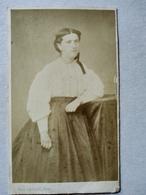 Photographie Ancienne CDV - Portrait Jeune Femme - Photo Paul Caillaud, Moissac - Albumen - Ancianas (antes De 1900)