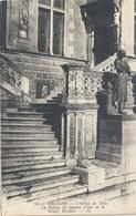 ORLEANS . L'HOTEL DE VILLE . LA STATUE DE JEANNE D'ARC ET LE GRAND ESCALIER . AFFR AU VERSO LE 5-9-1930 .2 SCANES - Orleans