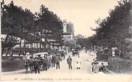 14 - CABOURG : Le Rond Point - La Station Des Voitures ( Bonne Animation - Attelages )  CPA - Calvados - Cabourg