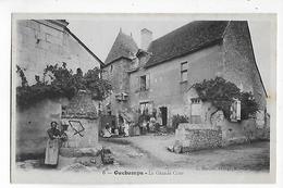 41  -  CPA De  OUCHAMPS  -  La  Grande  Cour  (  Très  Très  Animée  ) - France