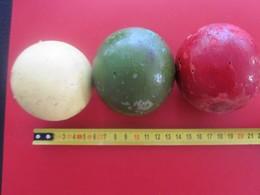 Triplette 3 Anciennes Boules De Pétanque Ou Lyonnaise En Bois Hêtre Ou Orme - Vintage Diamètre 6 Cm Poids 420 Gr Les 3 - Bowls - Pétanque